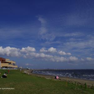 梅雨入り前の幕張の浜