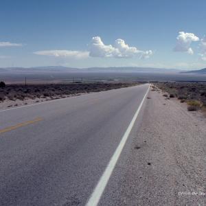 ネバダからユタへ至る荒野の道