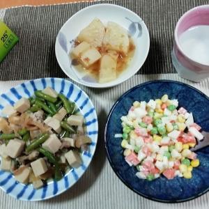高野豆腐で肉豆腐、チョップドサラダ、大根煮物