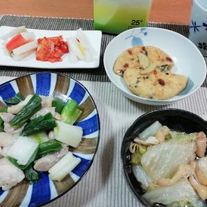 鶏モモとネギの炒め物、がんもどき煮物、漬け物3種