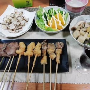 秋吉の焼き鳥、菊芋チップス、高野豆腐の煮物他