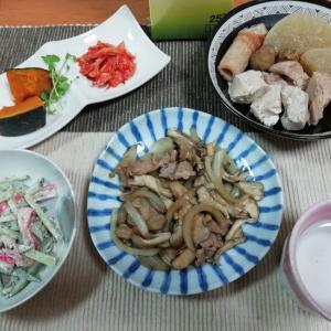 舞茸と玉ねぎと豚肉のオイスター炒め、キュウリとカニカマのゴマサラダ、大根煮物他
