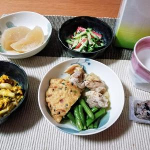 がんもとインゲンと鶏モモ肉の煮物、かぼちゃサラダ、もち麦おにぎりなど