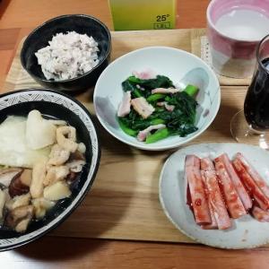 キャベツ・薄揚げ・きのこミックスの煮込み、魚肉ソーセージ、菜の花ベーコン、サバ水煮缶と玉ねぎマヨサラダ