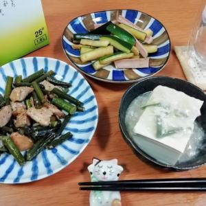 ニンニクの芽と鶏肉炒め、ズッキーニと魚肉ソーセージのバター醤油炒め、あんかけ豆腐