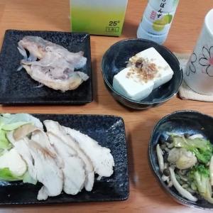 電子レンジで鶏むね肉のチキンハム、鯵の和風梅ソース(お惣菜)、冷や奴ほか