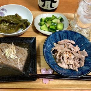 コンニャクステーキ、豚コマ生姜焼き、ピーマンくたくた煮ほか