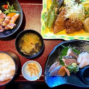 海鮮市場でお昼ごはん、晩酌は巻き寿司とスパイシーチキン他