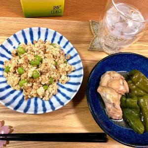納豆と枝豆の炒り豆腐、丸ごとピーマンと手羽元の煮こみ
