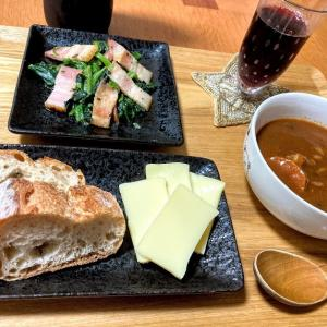 ハッシュドポークとパンとチーズと赤ワイン