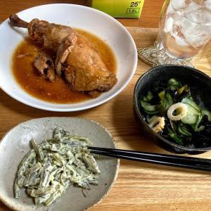業務スーパー「チキンの照りっと煮」、マヨワカメサラダ、キュウリとワカメの酢の物