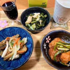 スーパーのお惣菜2種、大根菜の煮物