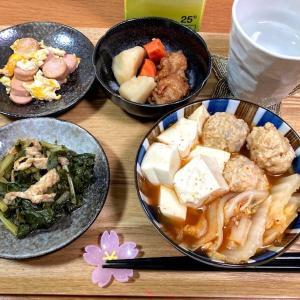 業スー鶏つくねのキムチ鍋、ジャガイモ煮、魚肉ソーセージ他