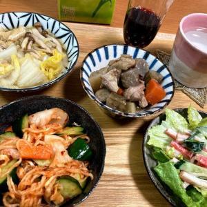 切り干し大根でキムチはりはり漬け、白菜と薄揚げの煮物、キュウリとカニカマのサラダ