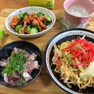 塩麹お刺身、野菜マシマシ焼きそば、きゅうりとキムチのゴマ油和え