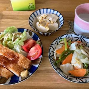 ジャンボチキンカツ、肉野菜きのこ炒め、高野豆腐の卵とじ