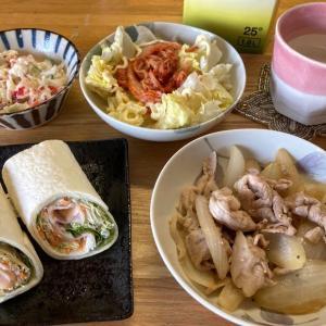 ハムチーズトルティーヤ、カニカマサラダ、玉ねぎと豚肉炒め、業務スーパーのキムチ