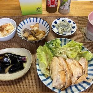 鶏むね肉の塩麹ソテー、エリンギのバタポン炒め、冷や奴、ナスの漬物ほか