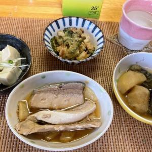 ブリアラ煮付け、ジャガイモとナス煮、高野豆腐、ゴーヤ煮