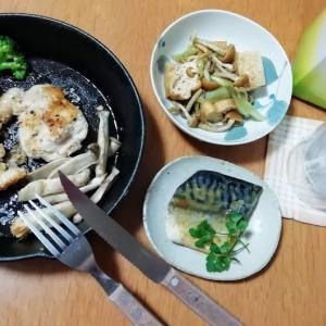 若鶏のカツレツ、サバの味噌煮、厚揚げとナメコの煮物