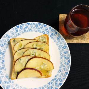 今日の朝ごはん 〜リンゴとゴルゴンゾーラのトースト〜