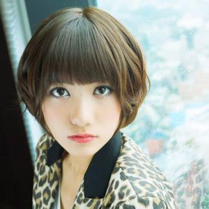 『元AKB48の宮澤佐江』が自署「これさえあれば。」の発売記念イベントに登場