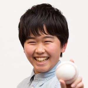 鈴木福くん、春から進学した中学校で野球部に入部し、役者業と野球部の二刀流をめざす。