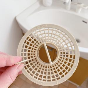 ダイソーの【くるっとキャッチ】vs セリアの【TORUNO】お風呂の排水口キャップ髪の毛対策。。