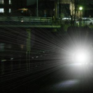 車のLEDライトは、高齢者に危険!!!