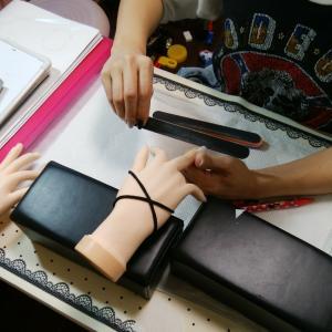 【名古屋市名東区ネイルスクール】来月のネイリスト検定3級を受験される生徒さんのレッスン風景