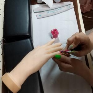 【名古屋市名東区ネイルスクール】ネイリスト検定2級に挑戦される生徒さん☆初めてのチップラップ