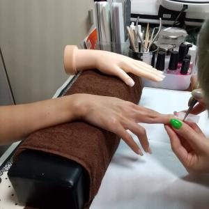 【名古屋市名東区ネイルスクール】ネイリスト検定2級に挑戦される生徒さん☆チップラップレッスン