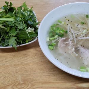 野菜たっぷりのベトナム料理店