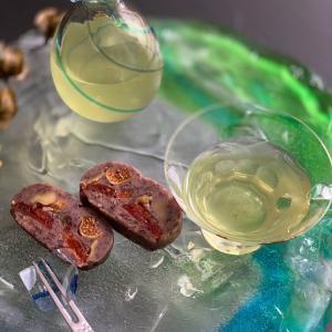 日本茶と和菓子をガラスで