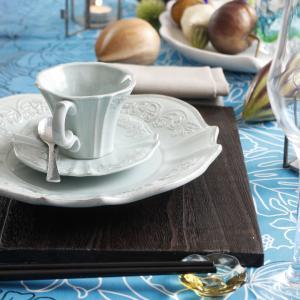 アジアンスタイルのテーブル~ハワイの布、漆、フランスの器、アフリカの小物で