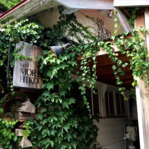 扉を開けると炭火のコーヒーの香りと懐かしさを感じさせる家の匂い。グルーデコ時々カフェ巡り『森彦』