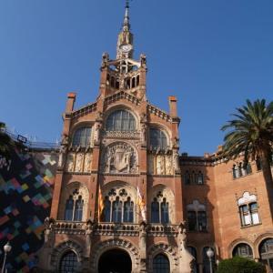 バルセロナ建築巡礼⑪ サンパウ病院~「芸術は人を癒す」。その精神を具現化したモンタネールの病院。