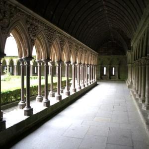 モンサンミッシェル⑤ 驚異の回廊から、ミカエルが司教の頭に指を突き刺す脅威のレプリカまで
