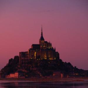 モンサンミッシェル⑧ 大半の観光客が帰った後に、ドラマチックな夜景が華やかに展開する