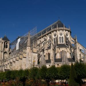ブールジュ①  雄大な大聖堂は、キリスト教史上最初の殉教者に捧げられている