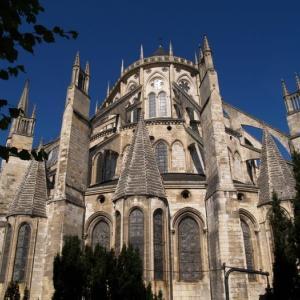 ブールジュ② 大聖堂南扉口。長身の聖人たち。傷ついても尊厳を保つキリスト像。
