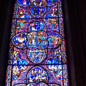 ブールジュ④ 「ブールジュルージュ」鮮やかな赤で装飾された5世紀にわたるステンドグラス