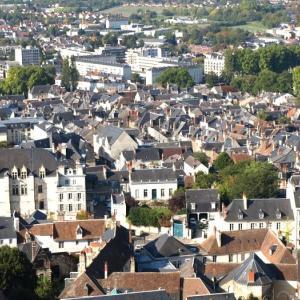 ブールジュ⑤ 「バターの塔」から三角屋根が続くブールジュの街並みを見下ろした。あ、白川郷に似てるぞ!