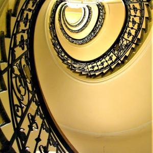 階段紀行・ヨーロッパ チェコ編① 階段好きになったルーツはプラハ。見上げた螺旋の壮麗な旋回に心が震えた