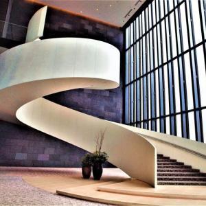 階段紀行・西日本 大阪編② 夢への導入路!?ドラマチックな演劇の舞台!? 華やかでユニークな2つの階段