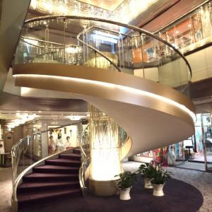 階段紀行・西日本 大阪編④ ウエディング用、イベント観戦用、非常用… 階段にもいろんな使い道が。