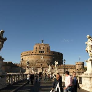 階段紀行・イタリア ローマ編⑤ 日暮れ時サンタンジェロ城の階段を昇ると、夕焼けの絶景が待っている