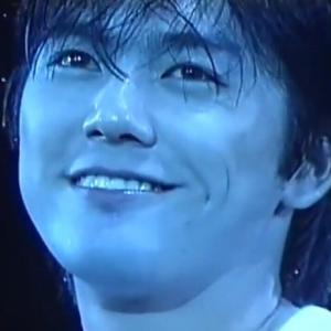 尾崎豊(青学の坊っちゃん、成績優秀で真面目)「盗んだバイクで走り出す〜」←コレ