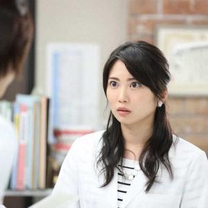 志田未来の衣装「監察医朝顔」のバッグやアクセサリー、服のブランドはどこ?