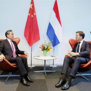 中国外相、欧州取り込み難航